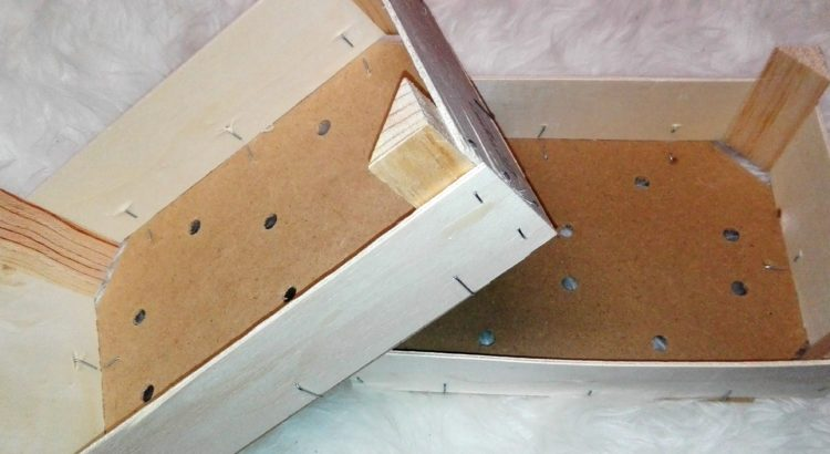 Aus Mandarinenkisten Kisten für den Kaufmannsladen basteln.